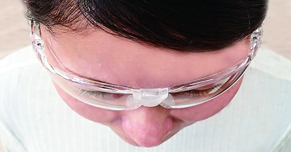 日本人のお顔い合わせたサイズ設計で、すき間なくピッタリガード。しっかり目を守ります。