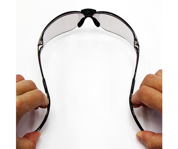 お顔にピッタリフィットして隙間なくガードするので、有害光線の侵入、風による目の渇きを防ぎます。